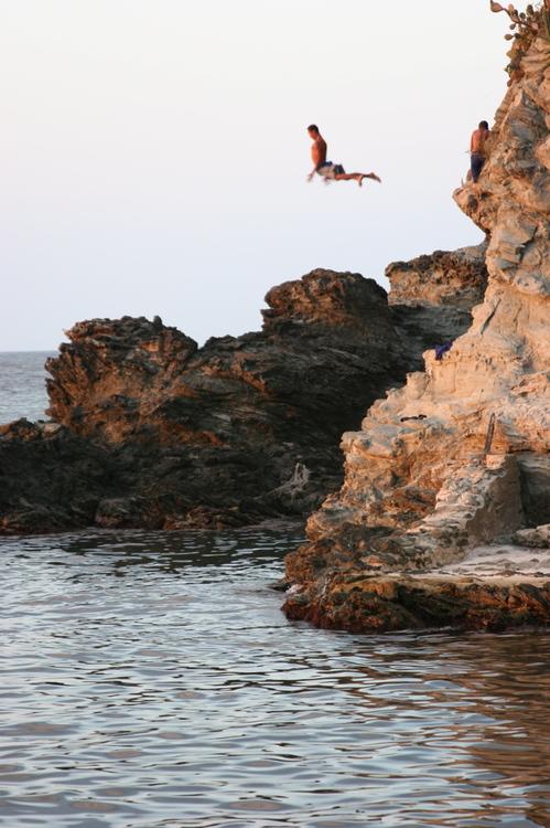 Choroni Cliff Jumping
